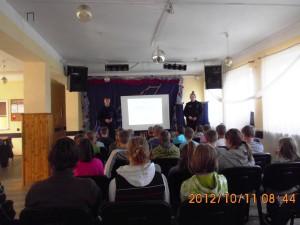 Lekcja biblioteczna -spotkanie z policją 2012 (1)