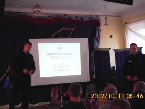 Lekcja biblioteczna -spotkanie z policją 2012 (5)
