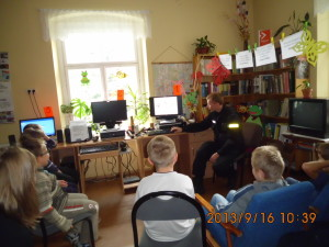 spotkanie z policją -Bezpieczna droga do szkoły-2013 (13)