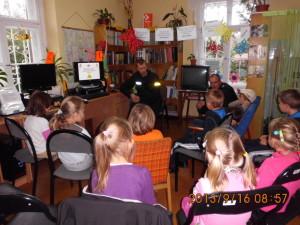 spotkanie z policją -Bezpieczna droga do szkoły-2013 (20)